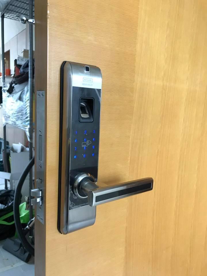 khóa cửa vân tay Keylock