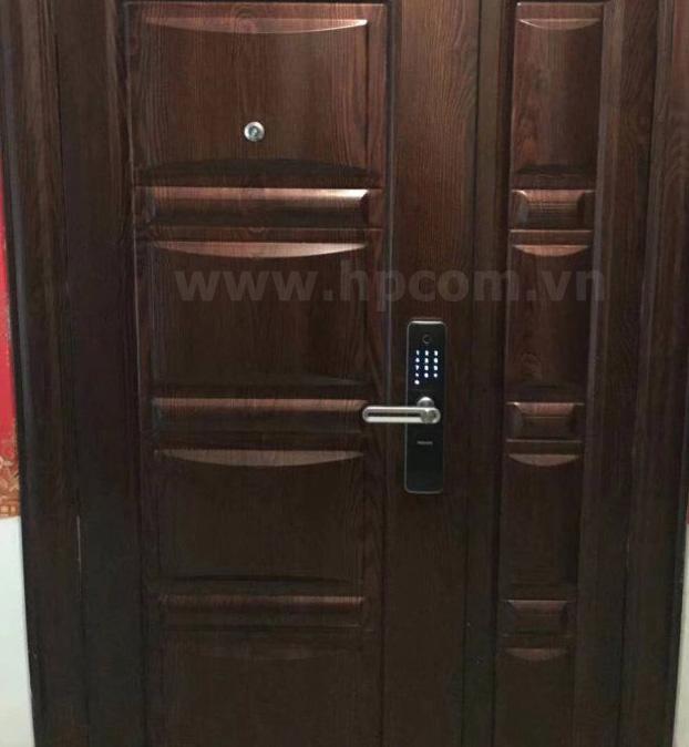 Lắp đặt khóa cửa vân tay Philips 7000 tại chung cư Bắc Hà, Hà Nội