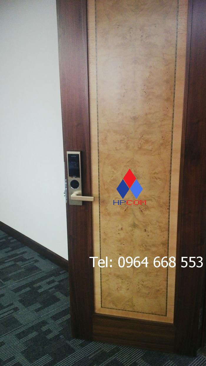 Lắp đặt khóa điện tử Samsung SHS H625 tại ngân hàng Vietcombank